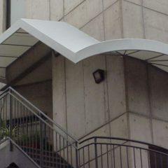 外階段の固定テント(住宅)